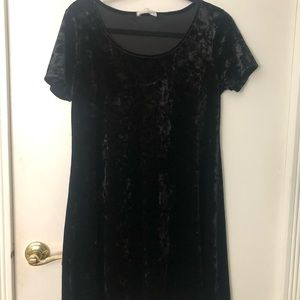 Short sleeve black velvet dress
